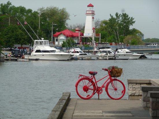 Port Credit: boardwalk.