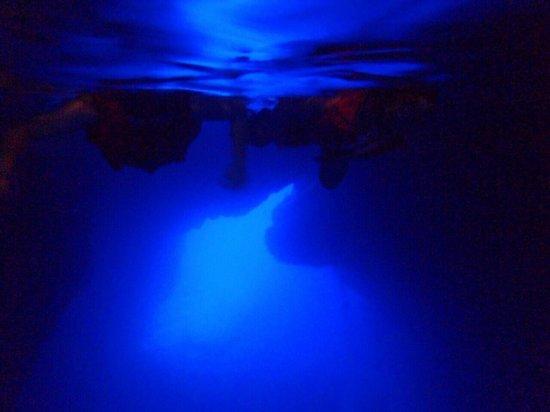Grotto Snorkeling Sightseeing Day Tours - Sea Lovers: ツアー中、水中カメラで写真撮影してくれます。