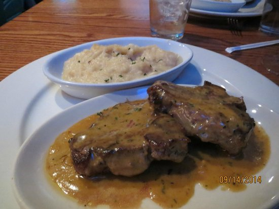 Jakers: Melt in the mouth lamb chops and garlic mashed potatoes! Yum!!!