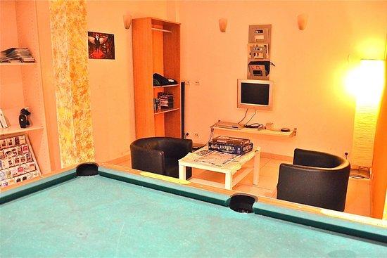 Hostel One Sants: Pool Lounge