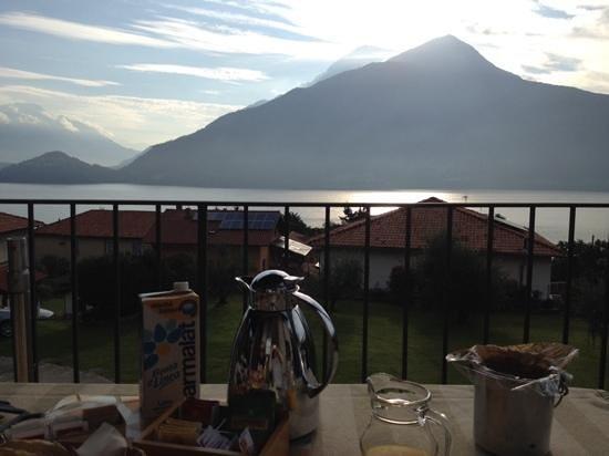 Breva e Tivan B&B: Breakfast at the balcony