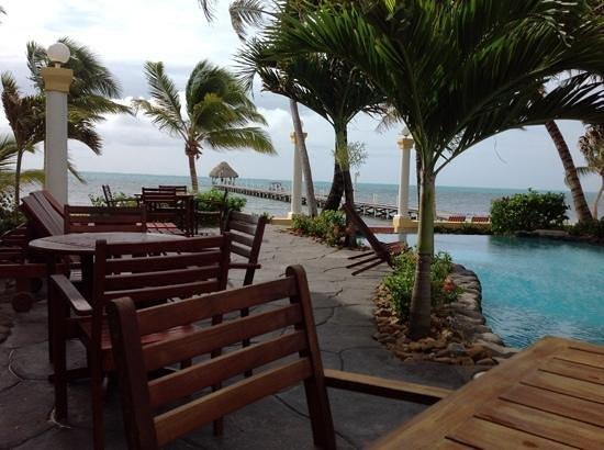 Pelican Reef Villas Resort : morning coffee pool/ocean side :)