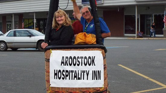 Aroostook Hospitality Inn: Air Loon landed in a parking lot in PI great chance to get a pic