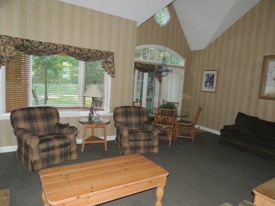 Fernwood Resort: living room