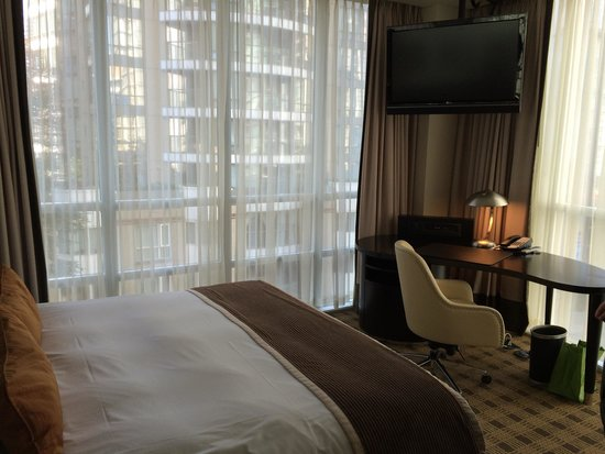 Loden Hotel: King corner room