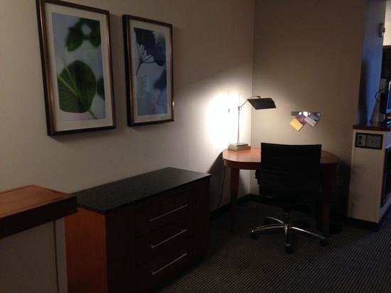 Hyatt Place Denver Airport: desk
