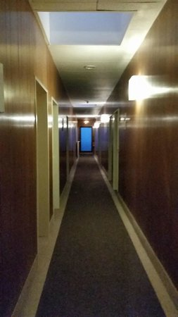 Central-Hotel Tegel : Hallway (after pushing the button to turn on the lights!)
