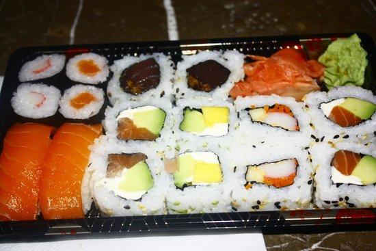 Sushi And Love : bandeja de 16 piezas
