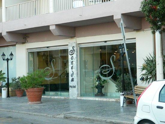 Soreda Hotel: Entrance