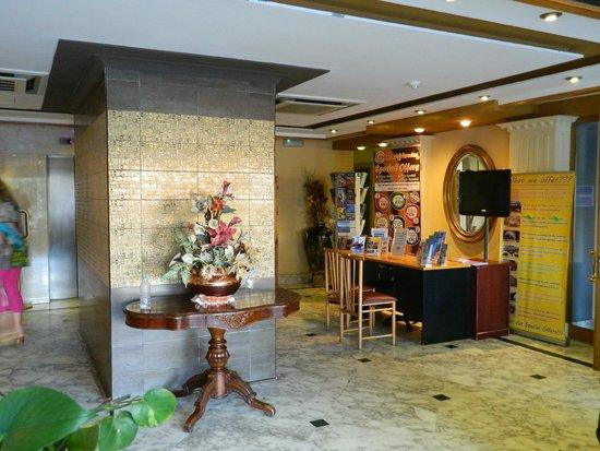 Soreda Hotel: Entrance hall