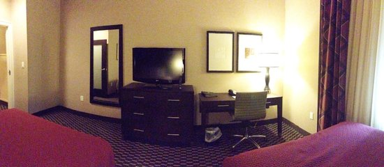 Embassy Suites by Hilton St. Louis - Downtown: Bedroom. Awesome.