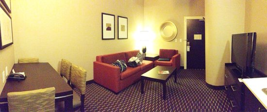 Embassy Suites by Hilton St. Louis - Downtown: Sitting area. Awesome to have a separate area away from the beds.