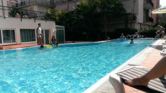 Hotel Residence Mediterraneo : View sitting by pool