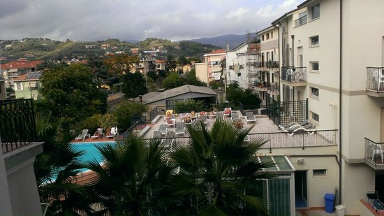 Hotel Residence Mediterraneo: View from balcony