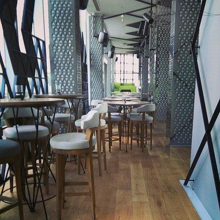 فندق أوبروي: Iris lounge