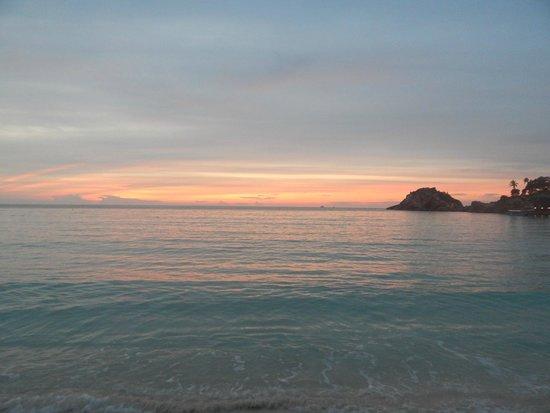 Redang Holiday Beach Villa: рассвет