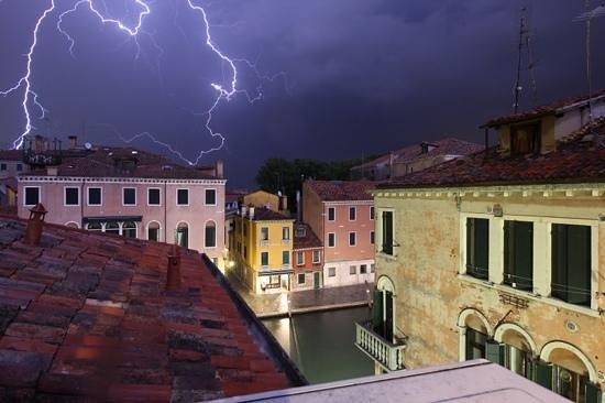 Hotel Hesperia: tormenta electrica