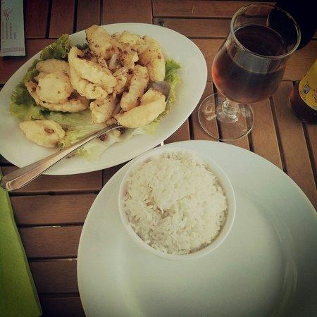 Le Kampotois : Calamars sel et poivre.  Riz blanc.