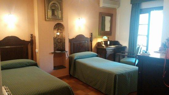 Hotel San Gabriel: 우리들의 멋진방.  산 가브리엘 호텔!!