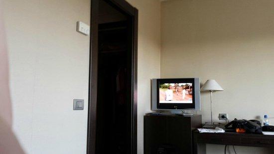 NH Canciller Ayala Vitoria : TV habitación