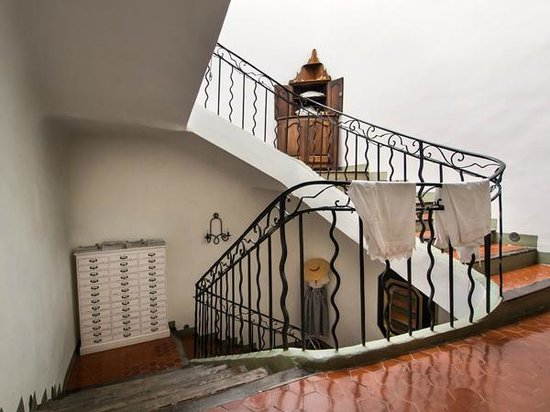 cage d 39 escalier photo de villa de lorgues lorgues tripadvisor. Black Bedroom Furniture Sets. Home Design Ideas