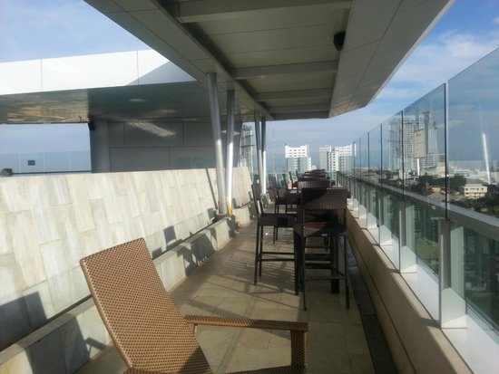 Best Western Plus Lex Cebu : relaxing rooftop pool area