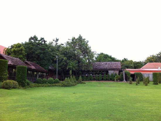 Rachawadee Oasis Resort & Hotel: Green field between restaurant and convention centre