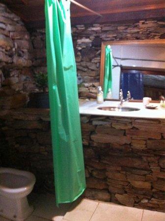 Pouso do Chico Rei: Banheiro quarto 09, mau cheiro