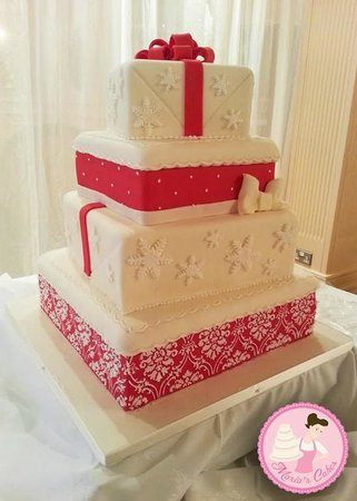 marias cakes kilkenny a christmas themed wedding cake