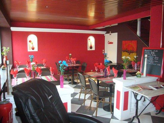 Lumes, Frankrike: salle de petit déjeuner et restauration