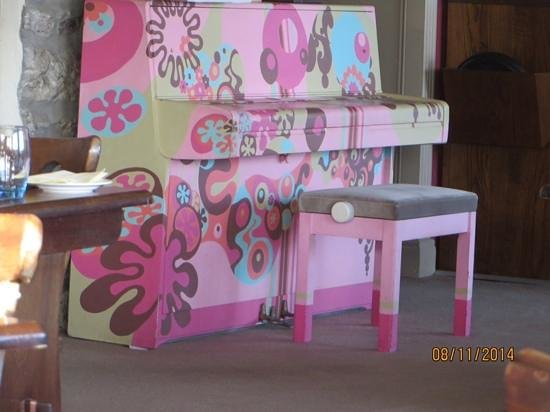 The Pink Elephant Bar & Restaurant: The Pink Elephant's pink piano