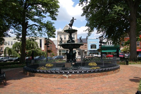 Downtown Fountain Square Park Picture Of Bowling Green