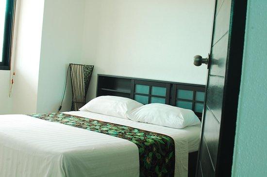 Sai Naam Lanta Residence: bed