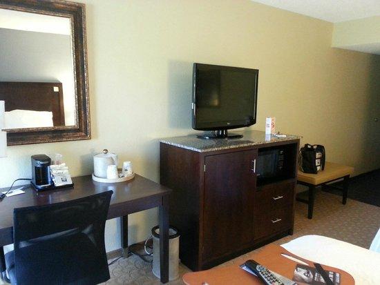 Hampton Inn Jonesville/Elkin: Desk