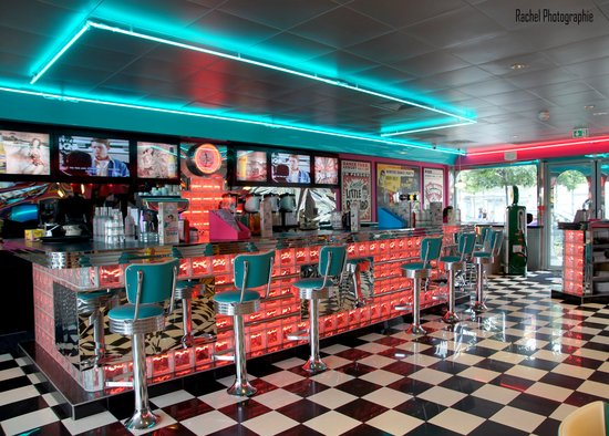 Bienvenue Au Bar Retro Du Tommy S Diner Lyon Photo De