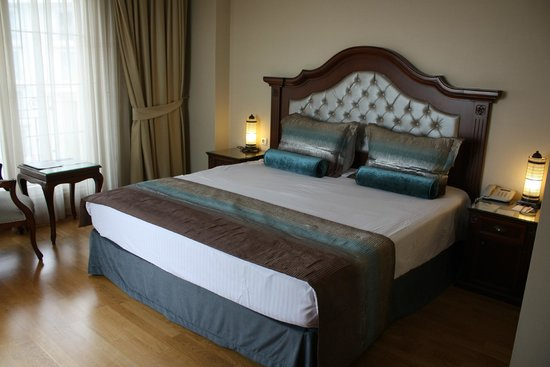 Recital Hotel: Superior Room bed