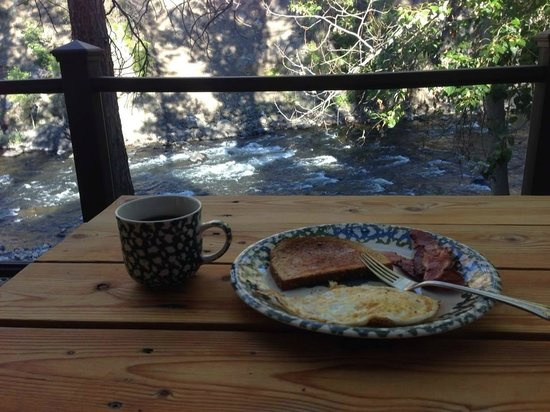 River's Edge Resort : Breakfast with a view