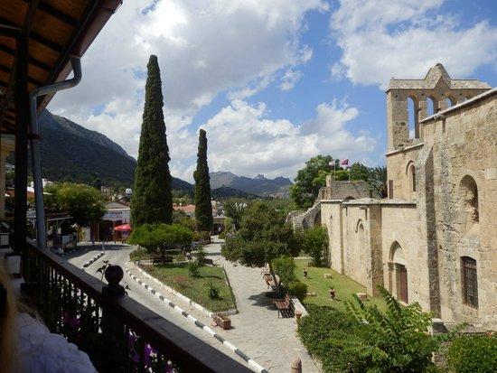 Hotel Bellapais Gardens: Bellapais Abbey and village