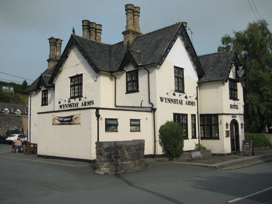 The Wynnstay Arms Hotel: We love this place!