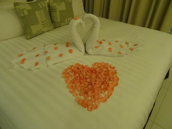 PARKROYAL Serviced Suites Kuala Lumpur : Honeymoon arrangement in our room on arrival....thank you PARKROYAL
