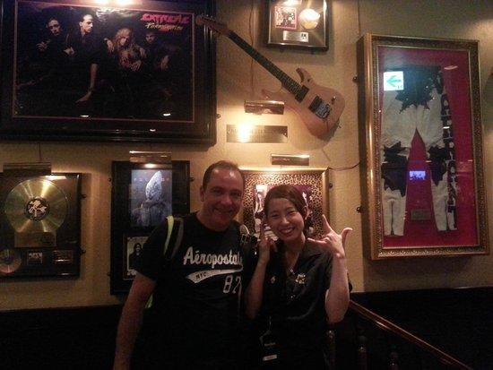 Hard Rock Cafe Universal Citywalk Osaka : As atendentes são bem simpáticas