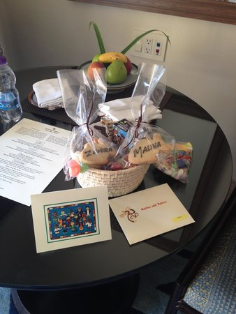 Four Seasons Resort Punta Mita: welcome basket with cookies for the kids