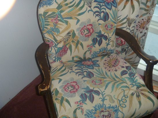 Sauble Beach Lodge: nasty chair