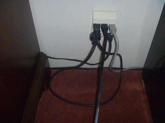 Sauble Beach Lodge: fire hazard wires