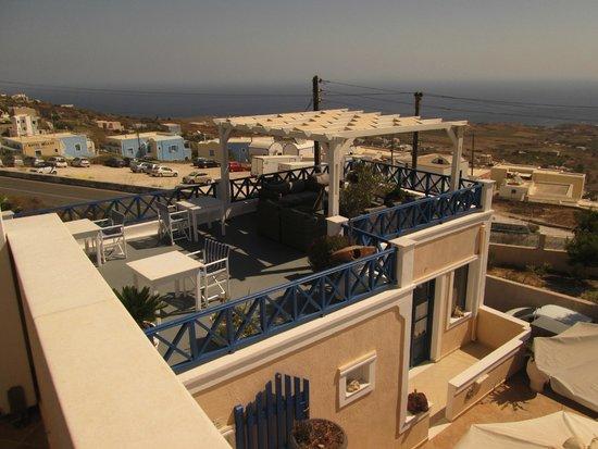 Hotel Thira and Apartments: Hotel Thira - terrace