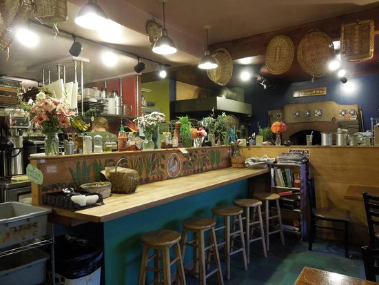 Two Sisters Bakery and Suites by the Beach : Inside the bakery - warm and inviting!