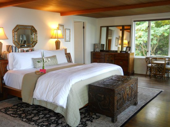 Domaine Madeleine: The Ming Suite