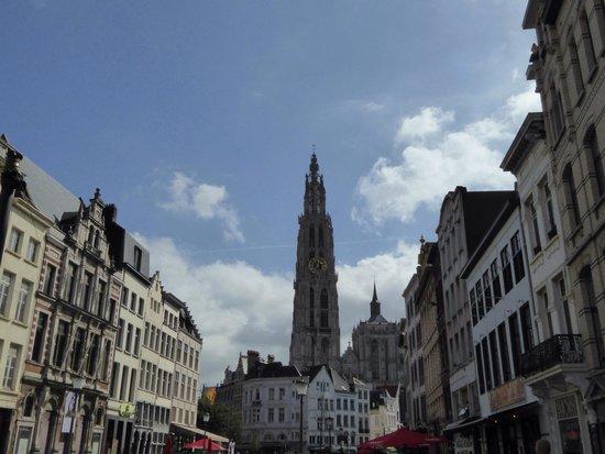 Antwerp's Port: 大聖堂が見送ってくれました。