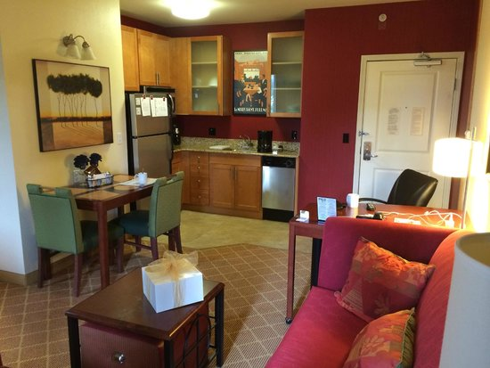 Residence Inn Chicago Lake Forest/Mettawa: kitchen