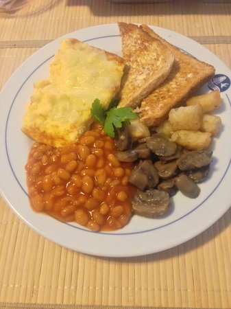 Arcadian Bed and Breakfast: Toasted bread, omelette and baked beans with musrooms and bite-sized hasbrowns.